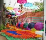 Peinture colorée de festival Parapluie de couleur images libres de droits