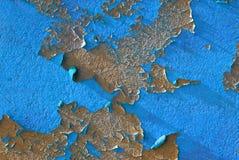 Peinture d'écaillement, fond bleu Photographie stock libre de droits