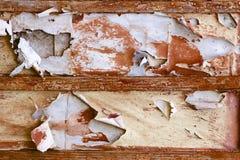 Peinture d'épluchage sur la texture en bois de planche Photographie stock