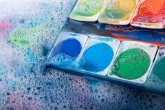 Peinture d'aquarelle se dissolvant dans l'eau Images libres de droits
