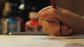 Peinture d'artiste avec l'encre et un pinceau fin banque de vidéos