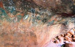 Peinture de caverne indigène à l'intérieur du mutitju de caverne ou de kulpi de famille images stock