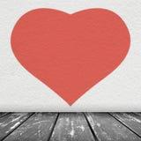 Peinture de coeur sur le mur blanc Photos libres de droits