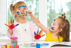 Peinture de deux petites filles Images stock