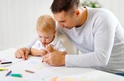 Peinture de fils de père et de bébé ensemble Images stock