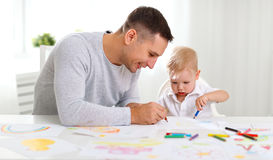 Peinture de fils de père et de bébé ensemble Image libre de droits