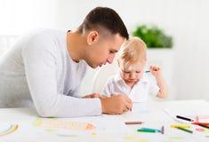 Peinture de fils de père et de bébé ensemble Photos stock