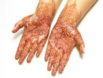 Peinture de henné sur des mains Photos libres de droits