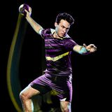 Peinture de lumi?re de vitesse d'isolement par jeune homme de joueur de handball photos stock
