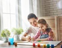Peinture de mère et de fille photo stock