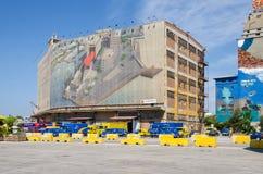 Peinture de mur sur un vieux des bâtiments de silo et de docks secs Images libres de droits