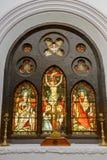Peinture en verre derrière l'autel à l'église de St John Image stock