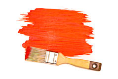 Peinture et balai rouges Photos stock
