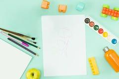 Peinture et balais De nouveau au concept d'école Images libres de droits