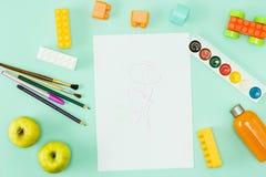 Peinture et balais De nouveau au concept d'école Image stock