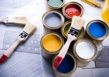 Peinture et bidons photo stock