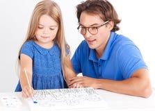 Peinture heureuse de fille avec le père Photo libre de droits