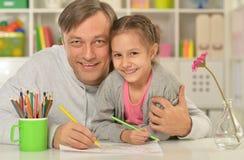 Peinture heureuse de père et de fille Photographie stock