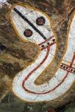 Peinture indigène de roche, serpent d'arc-en-ciel Photo stock