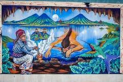 Peinture murale dépeignant des légendes maya sur un mur de maison en San Juan La Laguna, Guatemala Photo libre de droits