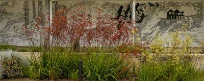 Peinture murale de mur avec le jardin de flore photographie stock