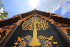Peinture murale thaïlandaise derrière la chapelle de Wat Phra That Doi Phra Photo stock