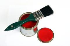 Peinture rouge et balai vert Photo libre de droits