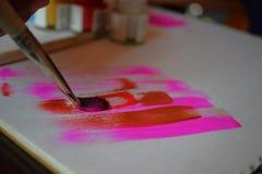 Peinture sur la toile avec des couleurs multiples images libres de droits
