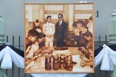 Peinture thaïlandaise d'étudiants en art du portrait du Roi Bhumibol de Sa Majesté Image libre de droits