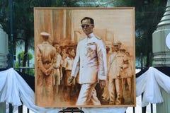 Peinture thaïlandaise d'étudiants en art du portrait du Roi Bhumibol de Sa Majesté Images libres de droits