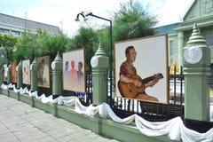 Peinture thaïlandaise d'artiste de portrait du Roi Bhumibol de Sa Majesté Photos stock
