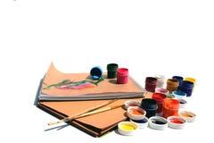 Peintures, brosses et carnets photos libres de droits