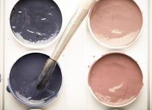 Peintures colorées d'aquarelle dans la palette avec la brosse toned images stock