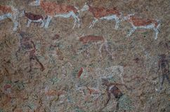 Peintures débroussailleurs ou de roche détaillés de San au panneau blanc de Madame, Brandberg, Damaraland, Namibie, Afrique mérid photographie stock