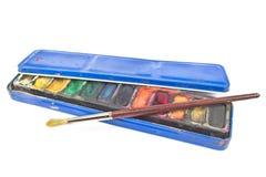 Peintures d'aquarelle dans la boîte et le pinceau de bidon Images libres de droits