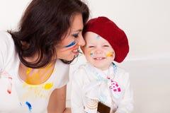 Peintures de mère et de petit garçon une fois peint Image libre de droits