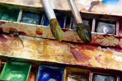 Peintures et équipement de peinture, aquarelles et brosses puérils, peintures de couleur d'eau Image libre de droits