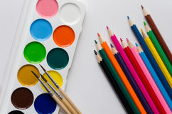Peintures et crayons Photographie stock
