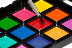 Peintures et pinceau. Image libre de droits