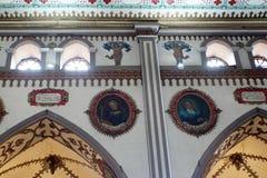 Peintures et voûtes dans une église photographie stock