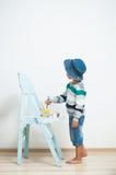 Peintures heureuses d'enfant avec la peinture Photos libres de droits
