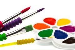 Peintures multicolores sur blanc, gouache images stock
