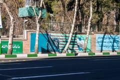Peintures murales sur des murs d'ancienne ambassade des USA photo libre de droits