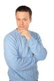 Peinzende mens in blauwe sweater royalty-vrije stock fotografie