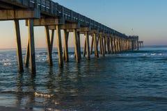 Peir an Panama-Stadt Strand, Florida bei Sonnenaufgang lizenzfreies stockfoto