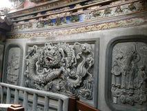 Peitian寺庙-露台'雕刻墙壁的龙'后面大厅  图库摄影