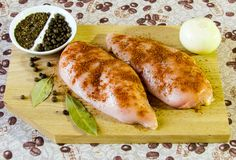 Peito de frango de cozimento delicioso imagem de stock