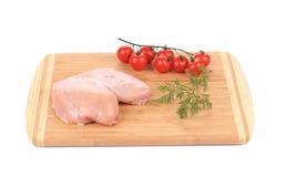 Peito de frango cru com vegetais Fotos de Stock Royalty Free