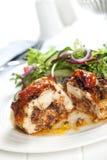 Peito de frango enchido com salada Imagens de Stock Royalty Free