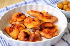 Peito de frango enchido e roasted no forno Imagens de Stock